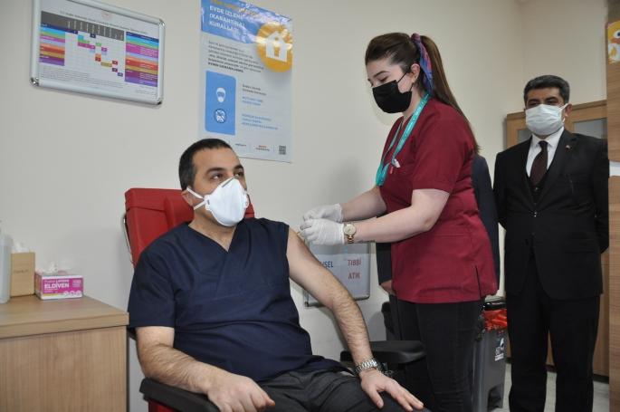 Vali Belediye Başkan Vekili Öksüz Aşı oldu