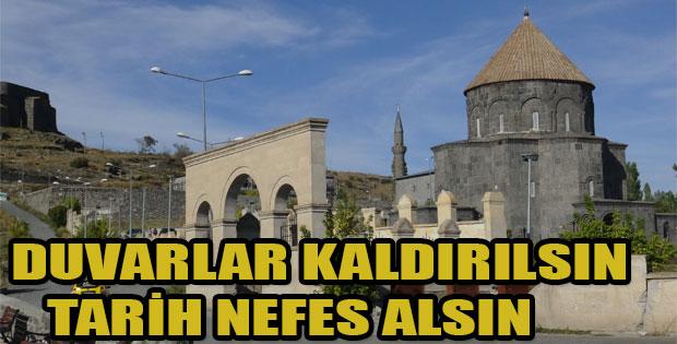 DUVARLAR KALDIRILSIN TARİH NEFES ALSIN